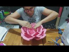 Paper Flower Patterns, Paper Flowers Craft, Large Paper Flowers, Paper Flower Tutorial, Paper Roses, Flower Crafts, Diy Flowers, Diy Crafts Materials, Fleurs Diy