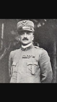 Luigi Cadorna, generale italiano che guidò l Italia nella sconfitta di Caporetto contro l'Austria.