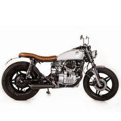 White Rock by Marco Matteucci Garage. (Via Ottonero Café Racer). Cx500 Cafe Racer, Honda Scrambler, Honda Cx500, Cafe Racer Motorcycle, Honda Cb, Cafe Racers, Yamaha, Cx 500, Japanese Motorcycle
