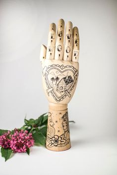 A few flowers, a sweet note or a lovely necklace: this helpful hand can hold it all.