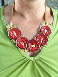 collier rouge et or avec capsules nespresso