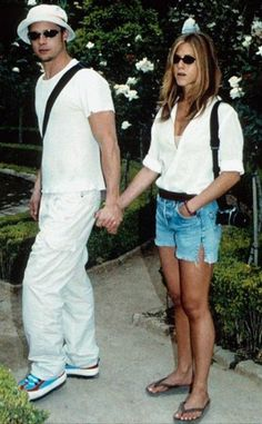 Jennifer Aniston and Brad Pitt have gone from film's hottest couple to husband and wife to nemeses to. It seems so: Pitt and Aniston have been s Brad Pitt Jennifer Aniston, Jennifer Aniston Style, Brad Pitt And Jennifer, Justin Theroux, Rachel Green, Mtv, Jeniffer Aniston, Cultura Pop, 90s Fashion