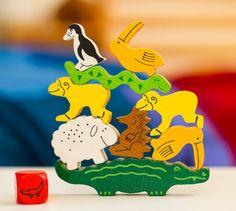 Empiler un mouton sur un serpent, un toucan sur un pingouin, un singe sur un hérisson… le tout sur un long crocodile… C'est le pari de ce chouette jeu d'équilibre ! #PyramideDAnimaux #haba #JeuDeSociete #toys #games #JeuEducatif #JouetEnBois