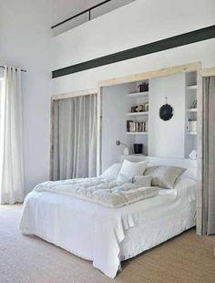 Dressing niche murale et rideaux dans chambre parentale