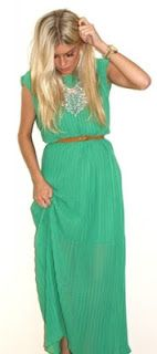 Long green dress and gold necklace