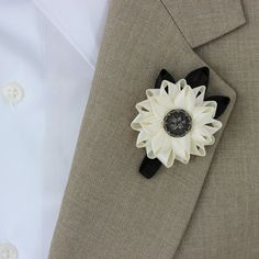 Mens Boutonniere, Grooms Flower, Mens Lapel Flower, Mens Wedding Flowers, Groomsmen Flower, Mens Wedding Boutonnieres, Father of the Bride