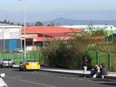 "Zona escolar. ""A Estrada 2005 GFDL45"". A través de Wikipedia - http://gl.wikipedia.org/wiki/Ficheiro:A_Estrada_2005_GFDL45.JPG#mediaviewer/File:A_Estrada_2005_GFDL45.JPG"
