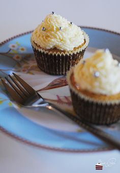 Champagner Cupcakes  http://sweetpie.de/2014/11/19/champagner-cupcakes-buchvorstellung-verlosung-cupcake-queen/