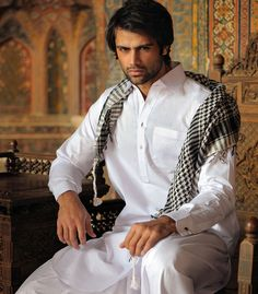 men dress in white | Pakistani Eid Dress for Men