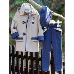 Χειμερινό βαπτιστικό κουστουμάκι Mi Chiamo βαμβακερό σετ με παντελόνι, πουκάμισο, μπουφάν και καπέλο, Κουστουμάκι βάπτισης Χειμερινό οικονομικό, Βαπτιστικά ρούχα αγόρι Χειμερινά τιμές, Χειμωνιάτικα βαπτιστικά ρούχα για αγόρι προσφορά Boy Christening, Boy Outfits, Rain Jacket, Windbreaker, Coat, Jackets, Clothes, Fashion, Boyish Outfits