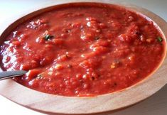 Arrabbiata Sauce -Enjoy this Fresh sauce with hint of spice on any pasta of your choice. Picante Recipe, Salsa Recipe, Healthy Recepies, Vegan Recipes, Sauce Recipes, Pasta Recipes, Menu Ig Bas, Cooking, Drink Recipes