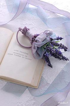 Petals&Pages 4 u! Violet Aesthetic, Lavender Aesthetic, Aesthetic Colors, Flower Aesthetic, Lavender Cottage, Lavender Fields, Lavender Flowers, Pretty Flowers, Lavender Room