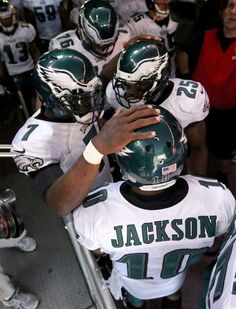 Quarterback Michael Vick #7 of the Philadelphia Eagles huddles with wide receiver DeSean Jackson #10 and running back LeSean McCoy #25 of the Philadelphia Eagles before taking on the Washington Redskins at FedExField on September 9, 2013 in Landover, Maryland. (Photo by Rob Carr/Getty Images)