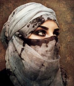 makeup everyday makeup using tape eye makeup for blue eyes makeup examples makeup makeup like kendall jenner to eye makeup brushes makeup jaclyn hill Arabian Women, Arabian Beauty, Beautiful Hijab, Beautiful Eyes, Arabian Eyes, Arabian Art, Muslim Beauty, Arabic Makeup, Makeup Remover Wipes