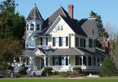 Tremendous Victorian Country House Styles with Wrap Around Porch & Ivory-White Wall and Black Roof - Vintage Victorian House Architecture St. Victorian Style Homes, Victorian Farmhouse, Modern Victorian, Victorian Interiors, Country House Design, Country Style Homes, Second Empire, Victorian Architecture, Classical Architecture