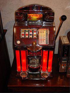 Vintage slot machine  ***