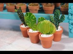 Como Pintar un Cuadro en Silicona Caliente Texturizada - Hogar Tv por Juan Gonzalo Angel - YouTube Glass Cactus, Cactus Pot, Cactus Plants, Cacti, Stained Glass Flowers, Fused Glass Art, Painted Rock Cactus, Painted Rocks, Glass Toys