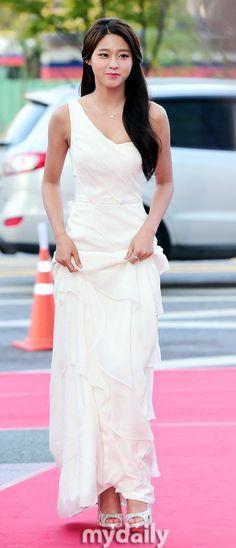 [Photos] Seolhyun VS UEE on the Red Carpet @ HanCinema :: The Korean Movie and Drama Database