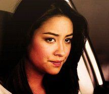 Inspiring animated gif picture emily, pretty little liars, shay mitchell. Resolution: 500x323 px. Find the picture to your taste!