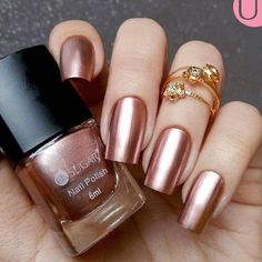 Gold nail polish is ideal for autumn. Nail art designs for long nails and for small nails are completed by several artists in various cities. Rose Gold Nail Polish, Gold Nail Art, Glitter Nail Art, Rose Gold Metallic Nails, Glitter Toes, Gold Glitter, Gold Gold, Stylish Nails, Trendy Nails