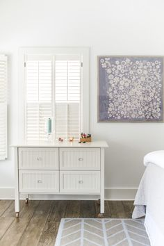 Lavender art on wall, dresser by Maine Cottage, feather rug Serena & lily. Beach House Bedroom, Home Decor Bedroom, Bedroom Ideas, Master Bedroom, Early American Furniture, Nantucket Home, Pine Floors, Interior Decorating, Interior Design