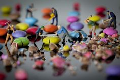 Little People (Small World) is an ongoing series by Guernsey-based artist and photographer David Gilliver where he takes miniature figurines and poses them in different scenarios to photograph. Miniature Photography, Figure Photography, World Photography, Perspective Photography, Levitation Photography, Exposure Photography, Water Photography, Photography Projects, People Photography