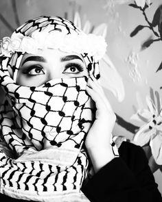 pin:@amyss2016 Niqab Fashion, Modern Hijab Fashion, Arab Girls Hijab, Muslim Girls, Hijabi Girl, Girl Hijab, Hijab Outfit, Beautiful Muslim Women, Beautiful Hijab