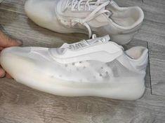 Der Beitrag Prada und adidas veröffentlichen einen weiteren Sneaker erschien zuerst auf Grailify Sneaker Releases. Nachdem Prada und adidas in 2019 unerwartet einen Sneaker gemeinsam veröffentlichten, scheinen die beiden Partner mehrere Pläne gehabt zu haben. Im Netz sind jetzt nämlich Bilder von einem neuen kollaborativen Modell aufgetaucht. Es folgt eine luxuriöse Veröffentlichung nach der anderen. Nun verwenden die beiden Partner aber keine klassische Three Stripes-Silhouette, sondern…