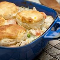 Easy Chicken and Biscuits: This creamy chicken and vegetable dish features an enticing sauce made with cream of potato and cream of broccoli soups, and is topped with golden biscuits for a real home-style flavor.and it's on the table in just 45 minutes. Chicken And Vegetable Casserole, Easy Chicken Pot Pie, Chicken And Biscuits, Vegetable Dishes, Chicken Recipes, Creamy Chicken, Cooked Chicken, Chicken And Bisquit Recipe, Chicken Meals