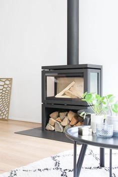 Home Fireplace, Modern Fireplace, Living Room With Fireplace, Fireplace Design, Fireplaces, Modern Wood Burning Stoves, Piece A Vivre, Fireplace Accessories, Home Buying