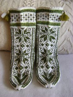"""Socks """"Green on white"""" Knit Mittens, Mitten Gloves, Knitting Socks, Hand Knitting, Green Mittens, Thick Socks, How To Start Knitting, Types Of Shoes, Crochet Projects"""