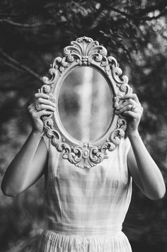 conceptual photography with mirror: black and white girl holding mirror over face Más Mirror Photography, Conceptual Photography, Portrait Photography, Photography Women, Francesca Woodman, Wattpad, Through The Looking Glass, Mirror Image, Frases