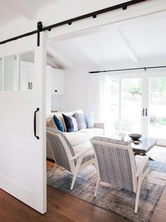 Montecito home.  Photographer: Jessica Comingore.  Architect: Michael Eserts.