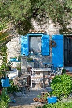 Mediterranean style courtyard garden
