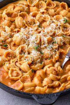 Jednogarnkowy makaron z białą fasolą (7 składników) - Wilkuchnia Eat To Live, Nachos, Oreo, Macaroni And Cheese, Pizza, Lunch, Meals, Baking, Dinner