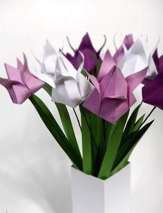 In nur 14 Schritten könnt ihr passend zur Jahreszeit euren eigenen Origami Blumenstrauß aus Tulpen basteln. Entweder für eure Wohnung als Deko oder zum verschenken :) Ihr braucht dafür: Bastelpapier