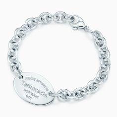 Return to Tiffany™ medium oval tag in sterling silver on a bracelet, medium.
