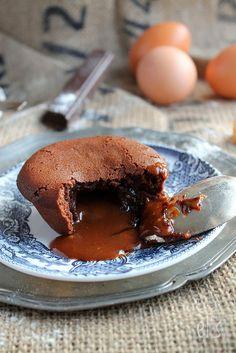 Moelleux au chocolat coeur caramel au beurre salé | Emilie and Lea's Secrets