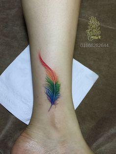 feather tattoo, tattoo for girl, girl tattoo, beauty tattoo, art tattoo . Dream Tattoos, Time Tattoos, Body Art Tattoos, Hand Tattoos, Small Tattoos, Tattoo Art, Gay Pride Tattoos, Tatoos, Peacock Feather Tattoo