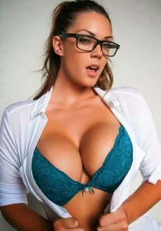 Here are a lot of Beautiful And Sexy Girl Photos and Sexy Women. By the way Hot Girl Photos, You can find. Sexy Bluse, Bobe, Tights Outfit, Girls With Glasses, Womens Glasses, Sexy Women, Beautiful Women, Allison Tyler, Ta Tas