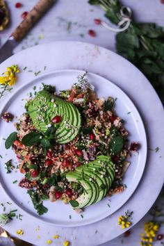 Et viola! Here we have a beautiful and Colourful Quinoa Salad to get us back on track to healthful eating after the holidays. This salad is packed with tons of