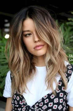 L'ombré hair, tendance coloration cheveux de la rentrée 2018 The shaded hair, hair color trend of the fall of 2018 Hair Color Balayage, Hair Highlights, Balayage Hairstyle, Color Highlights, Blonde Balayage Mid Length, Balayage Long Bob, Balayage Brunette To Blonde, Ombre Hair Colour, Bayalage Bob