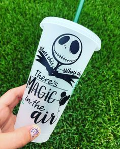 disney cups Nightmare before Christmas Starbucks Cup Drawing, Starbucks Cup Art, Custom Starbucks Cup, Starbucks Tumbler, Starbucks Drinks, Personalized Starbucks Cup, Personalized Cups, Reusable Plastic Cups, Christmas Tumblers