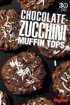 Need a chocolate fix without the calories? These soft and cake-y muffin tops are made with shredded zucchini, chocolate flakes and two types of chocolate. Yummy Yummy, Yummy Recipes, Yummy Food, Homemade Breakfast, Breakfast Recipes, Chocolate Zucchini Muffins, Healthy Chicken Dinner, Shredded Zucchini, Muffin Top