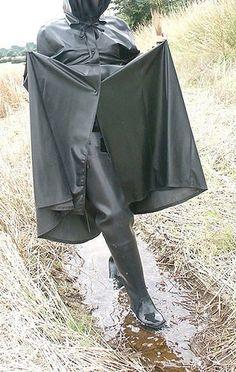Black Rubber Cape & Black Rubber Waders