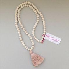 borla collar, collar de madera blanca, collar de madera perlas borla, collar…