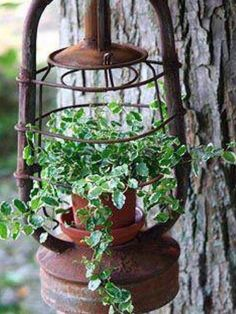 Vintage garden design is a growing trend for outdoor living spaces. We present you vintage garden decor ideas for your garden improvement. Garden Crafts, Garden Projects, Rustic Gardens, Outdoor Gardens, Unique Garden, Cool Garden Ideas, Old Lanterns, Deco Nature, Garden Cottage