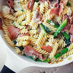 Pâtes aux asperges, jambon cru et mozza / Pasta with asparagus, prosciutto and cheese Pasta Recipes, Cooking Recipes, Healthy Recipes, Penne Pasta, Pasta Salad, Asparagus Pasta, How To Cook Pasta, Fettuccine Alfredo, I Love Food