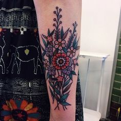 TATTOO Blog eagledaggerrosepanther: old school style flowers  Hannah Louise Clark, Rain City… via Tumblr