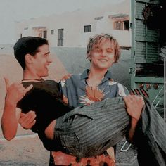 boys leo-w-dicaprio: Leonardo and his colleague Jesse Bradford on the set ofRomeo + Juliet Leonardo Dicaprio Romeo, Titanic, Romeo Juliet 1996, Leonardo Dicapro, Jack Dawson, Johnny Depp, Pretty Boys, Actors & Actresses, Tv Shows